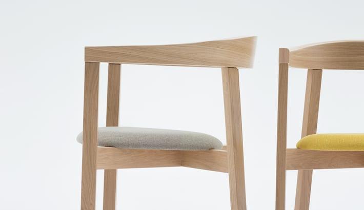 Piękny detal siedziska i oparcia krzesła UXI zaprojektowanego przez Tomka Rygalika