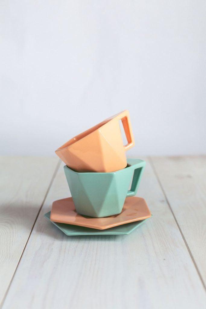 Pomarańczowa i zielona filiżanka z podstawkami Modern projektu Kabo&Pydo dla Avant Fabryka Porcelitu