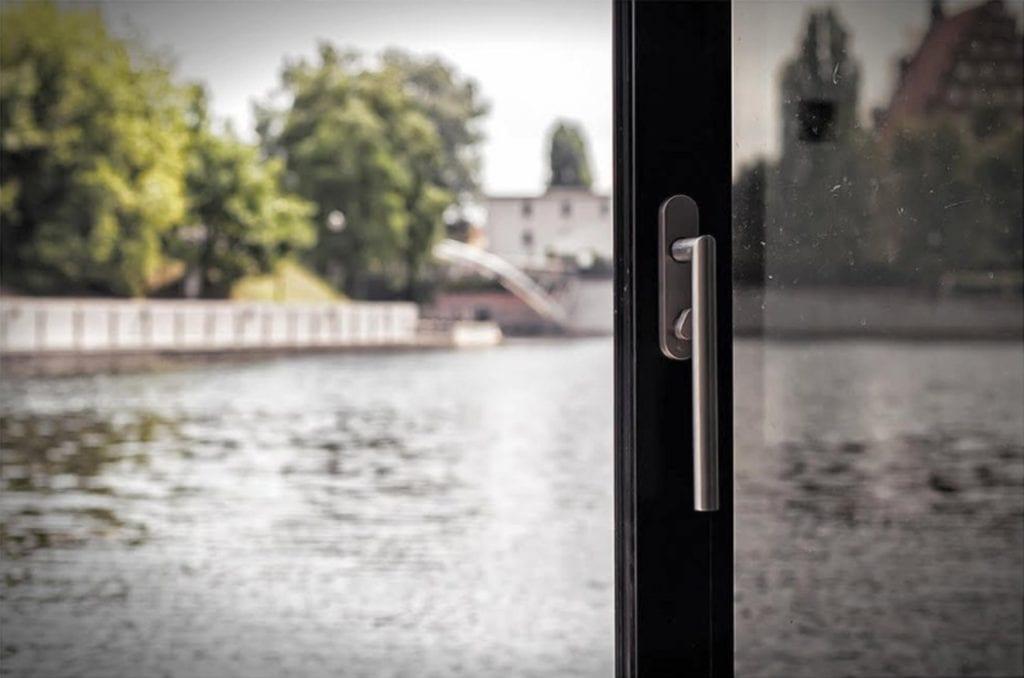 Element drzwi domu na wodzie