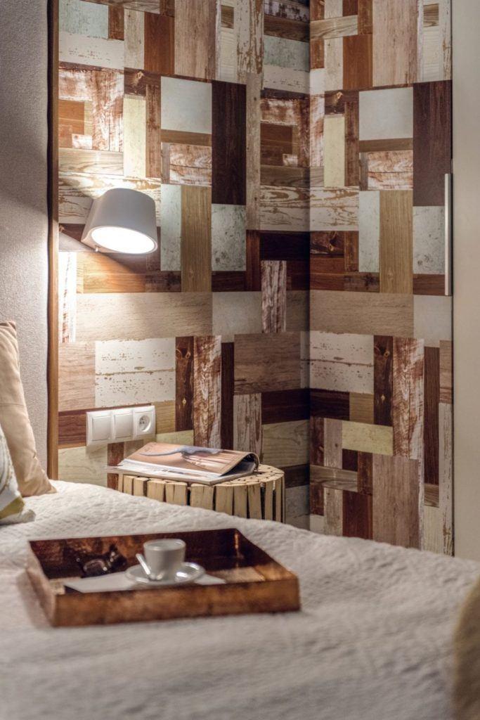 Dekoracja na ścianie w gdyńskim mieszkaniu projektu pracowni formativ