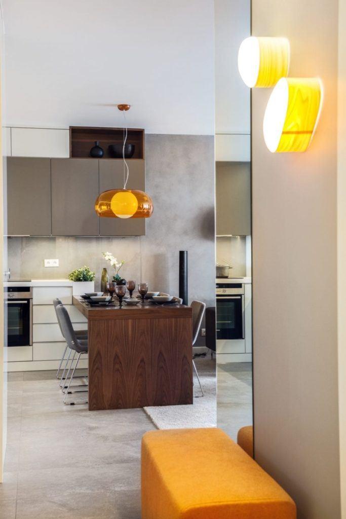 Wyspa w kuchni w gdyńskim mieszkaniu projektu pracowni formativ