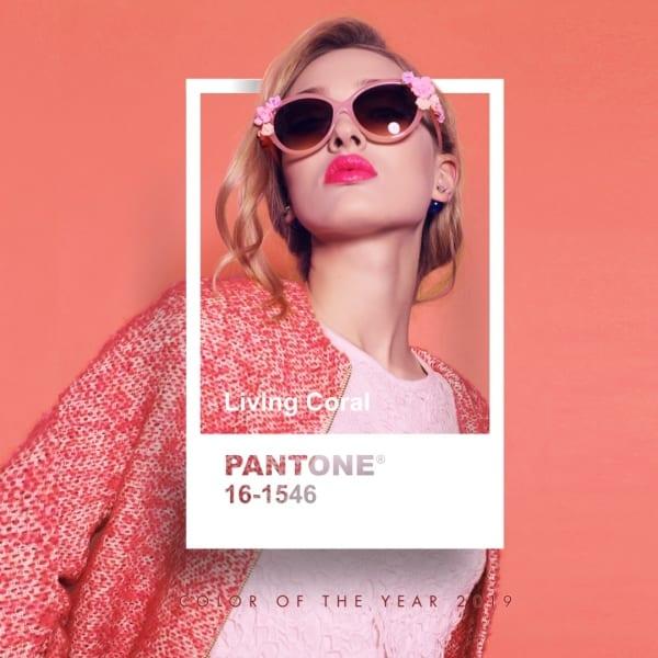 Kobieta w stylizacji w kolorze Living Coral Color of the Year 2019