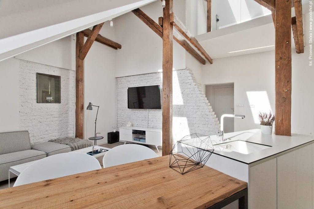 Mieszkanie na poddaszu z antresolą  PLN Design -> Salon Polączony Z Kuchnią Na Poddaszu