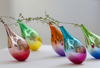Keisuke Fujiwara i wazon inspirowany opadającym płatkiem