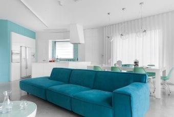 Wnętrze modernistyczne – oszczędne w kolory i ozdoby