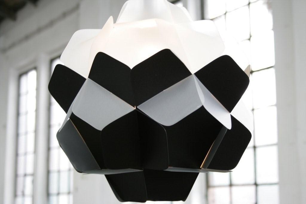 Szara lampa Berga projektu marki Kafti