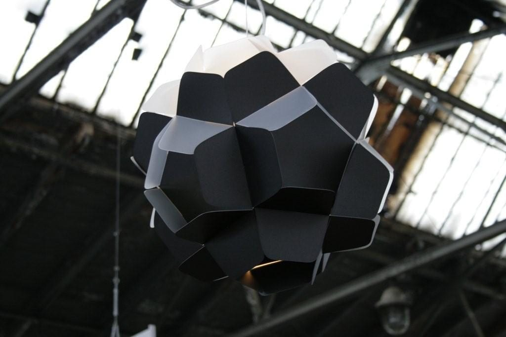 Lampa Berga projektu marki Kafti w kolorze czarnym