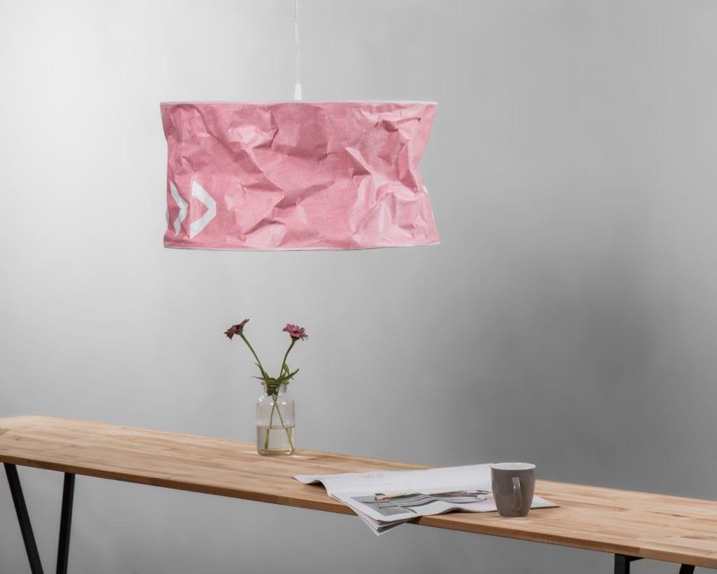 Lampa Lineworks projektu marki Kafti w kolorze różowym