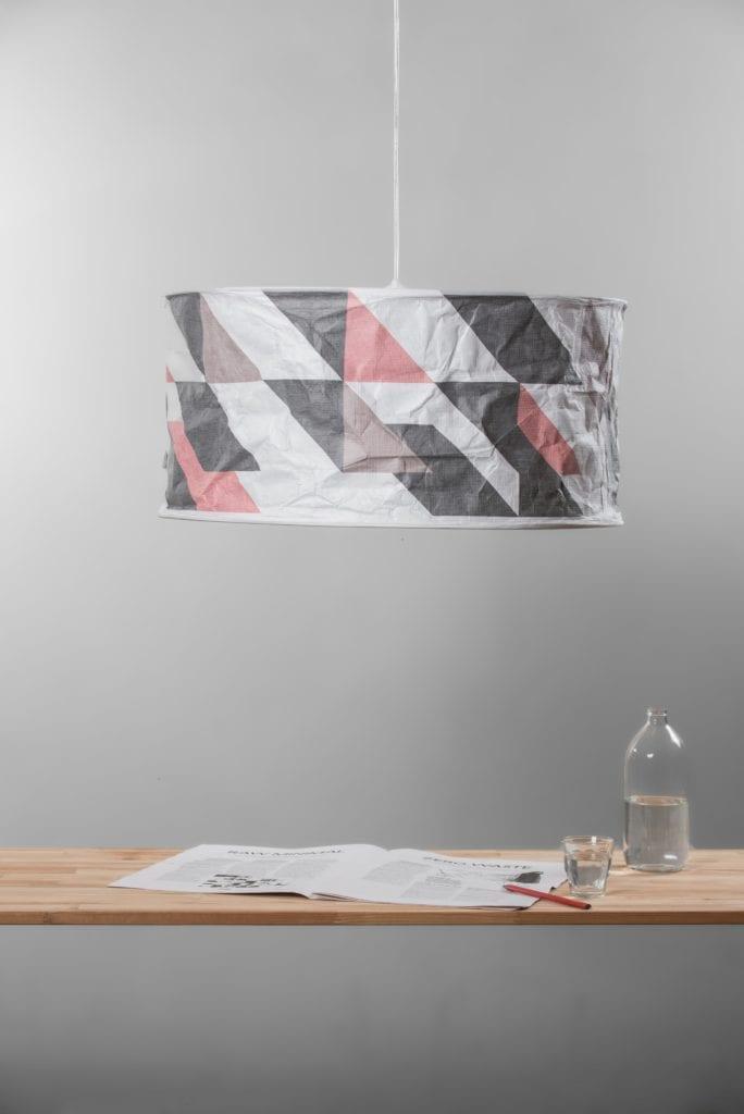 Szara lampa Lineworks projektu marki Kafti