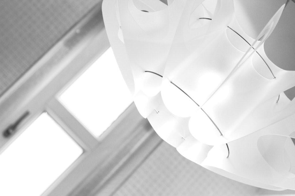 Lampa Maji projektu marki Kafti w kolorze białym
