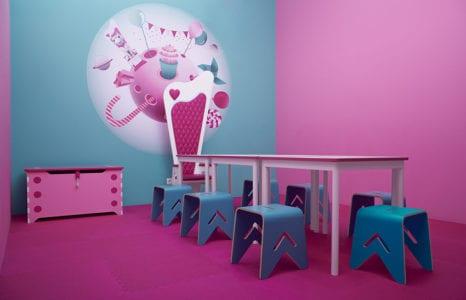 Galaktyczna radość: Akukuu Centrum Zabaw zaprojektowane przez Husarska Design Studio
