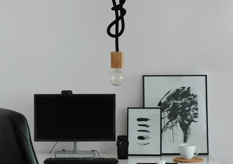 BeeDesign: lampa z jednego kawałka drewna