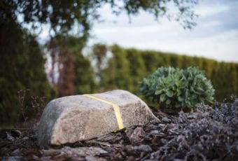 Pracownia Artystyczna FORM: lampy z pnia drzewa, gałęzi, kamienia, podkładów kolejowych oraz z granitu