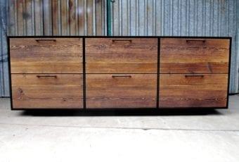 ANDRONIKUS – proste i elegankie meble ze starego drewna