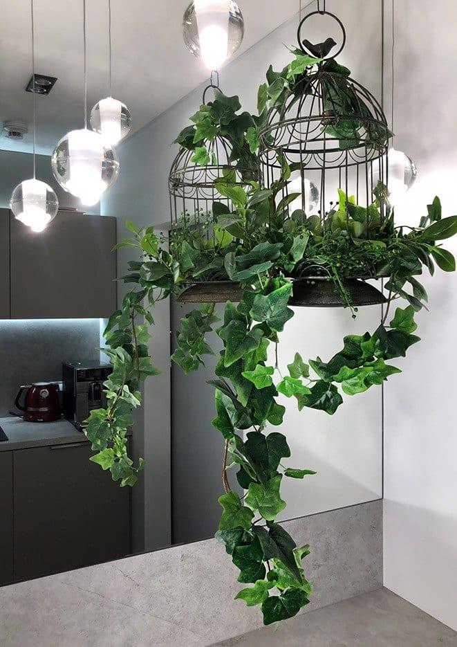 Beyond the wall - modułowe zielone ściany ze sztucznych roślin w kuchni