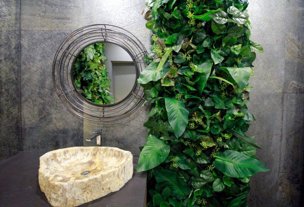 Beyond the wall - modułowe zielone ściany ze sztucznych roślin