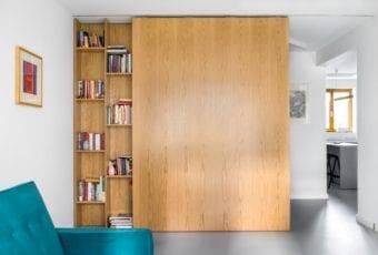 Mieszkanie z meblami i dodatkami vintage