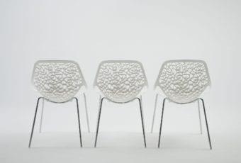 Krzesło Caprice – ażurowa lekkość bytu