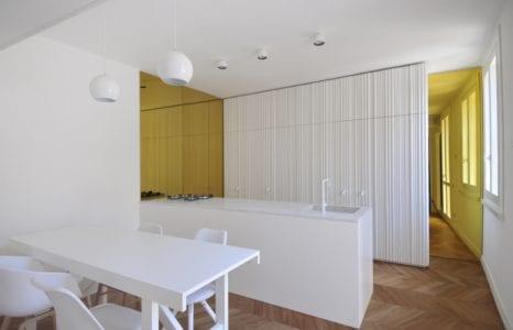 Polsko – włoska renowacja dwupoziomowego apartamentu