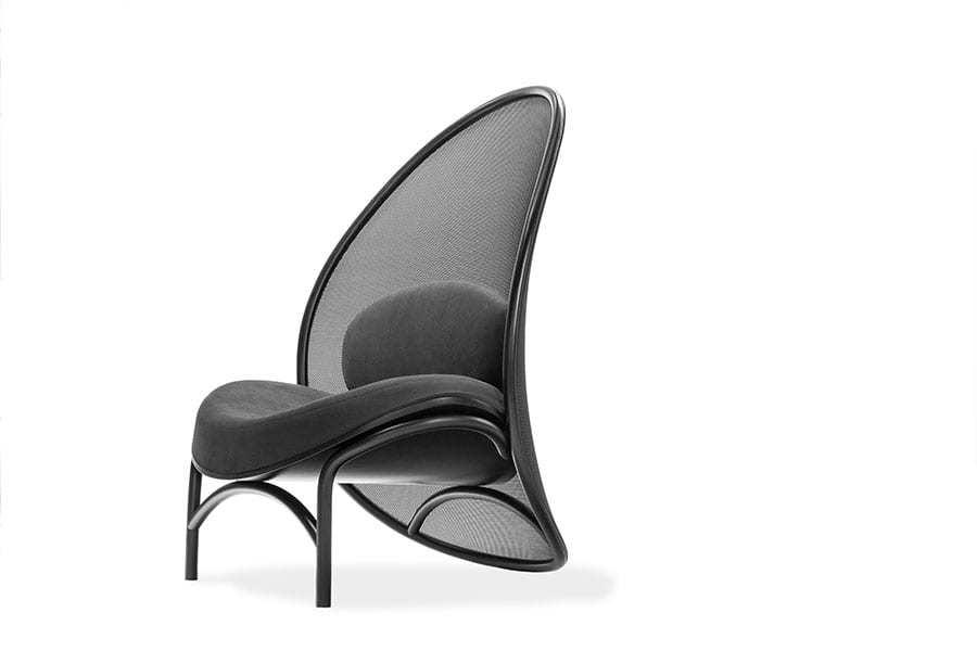 Czarny Fotel Klubowy Chips - TON - projekt Lucie Koldova
