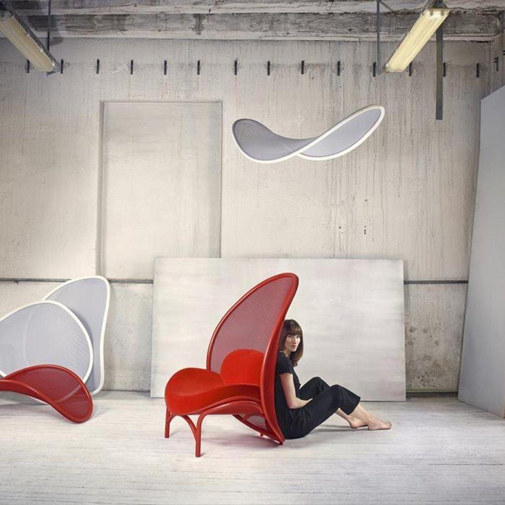 Czerwony Fotel Klubowy Chips - TON - projekt Lucie Koldova