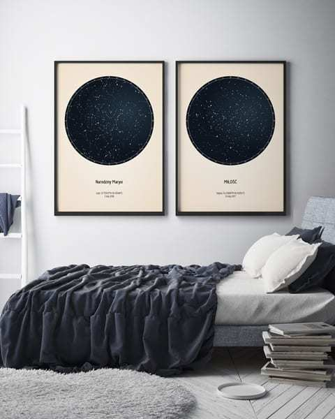 Strellas gwiezdne plakaty z mapą nieba wiszące obok siebie w sypialni