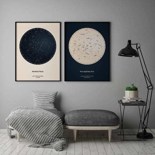 Strellas gwiezdne plakaty z mapą nieba wiszące obok siebie na ścianie