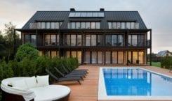 Rodzinna przystań w Białogórze – architektura i wnętrza pensjonatu KLONOVA…