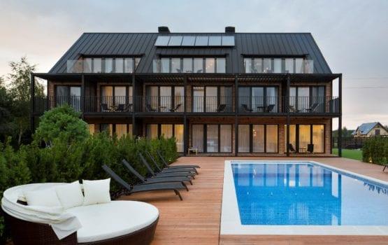 Rodzinna przystań w Białogórze – architektura i wnętrza pensjonatu KLONOVA by HOLA Grupa Projektowa