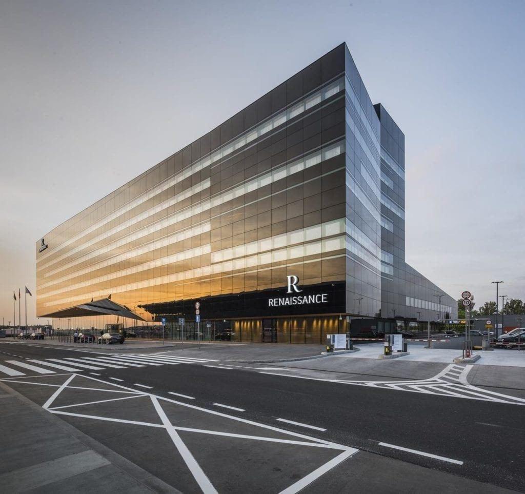 Front Renaissance Warsaw Airport Hotel projektu JEMS Architekci