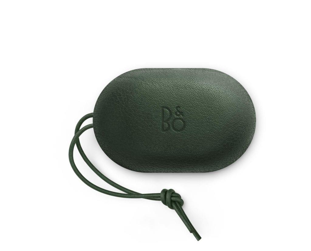 Etui na słuchawki Beoplay E8 od Bang&Olufsen w kultowym kolorze Racing Green