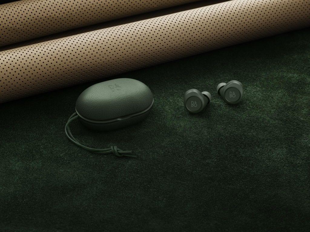 Piękne słuchawki Beoplay E8 od Bang&Olufsen w kultowym kolorze Racing Green