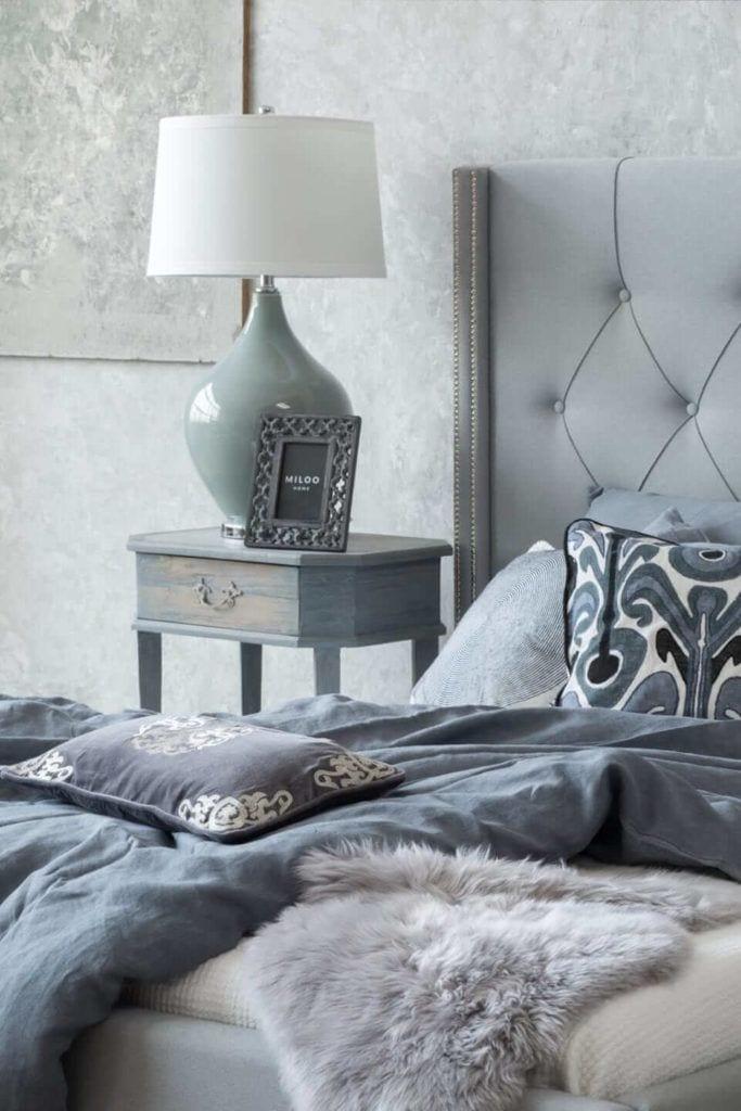Kolekcja mebli od Miloo Home inspirowana Wabi Sabi - lampa przy łóżku