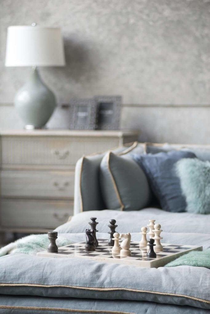 Kolekcja mebli od Miloo Home inspirowana Wabi Sabi - dekoracje w salonie