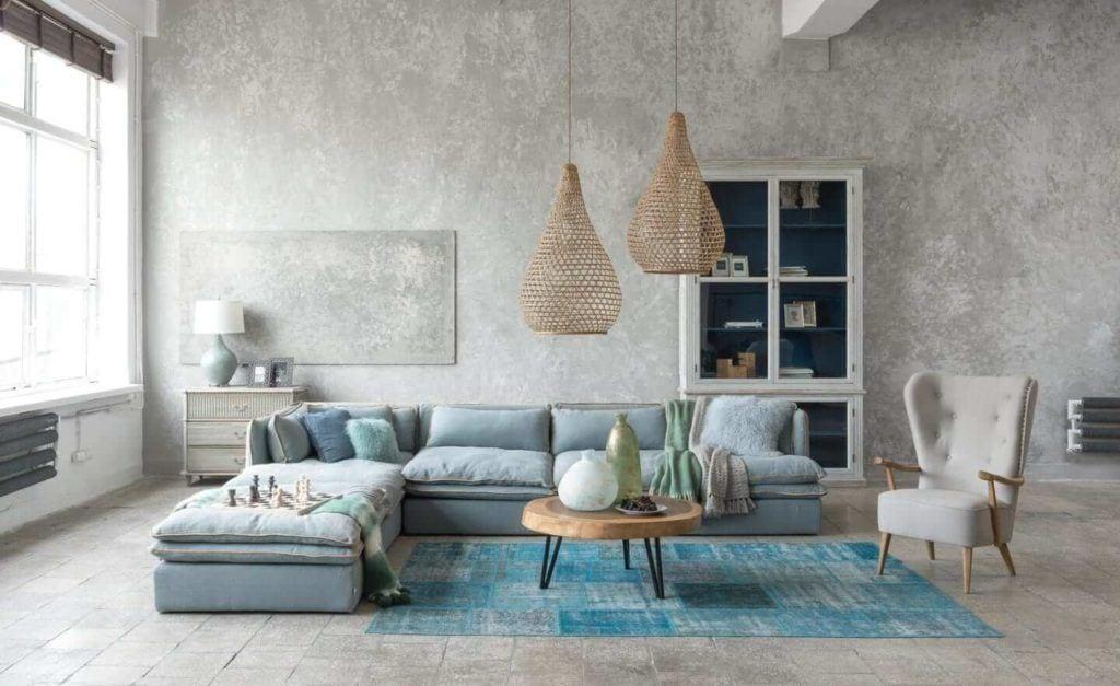 Kolekcja mebli od Miloo Home inspirowana Wabi Sabi - lampy nad sofą w salonie