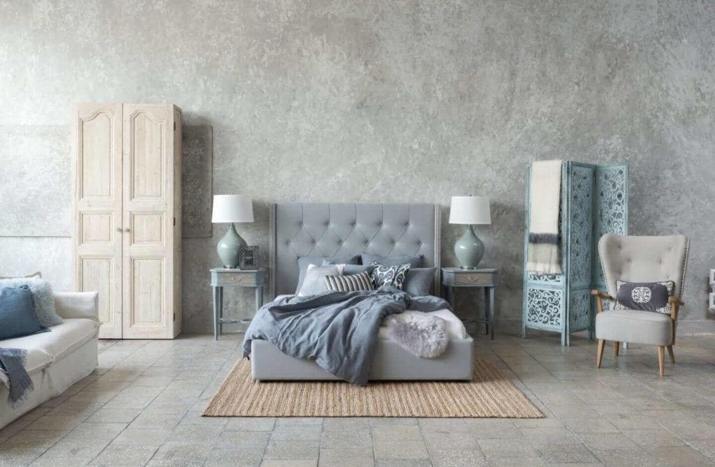 Kolekcja mebli od Miloo Home inspirowana Wabi Sabi - szare łóżko