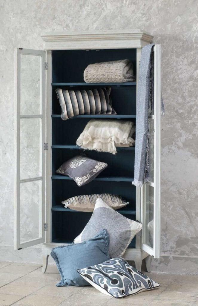 Kolekcja mebli od Miloo Home inspirowana Wabi Sabi - regał do przechowywania