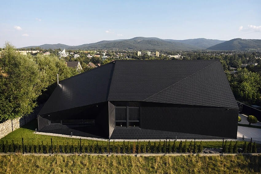 Widok wnętrza domu Czarna Skała projektu Mus Architects