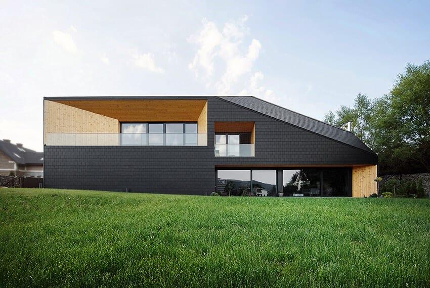 Wielkie okna tarasowe w domu Czarna Skała projektu Mus Architects