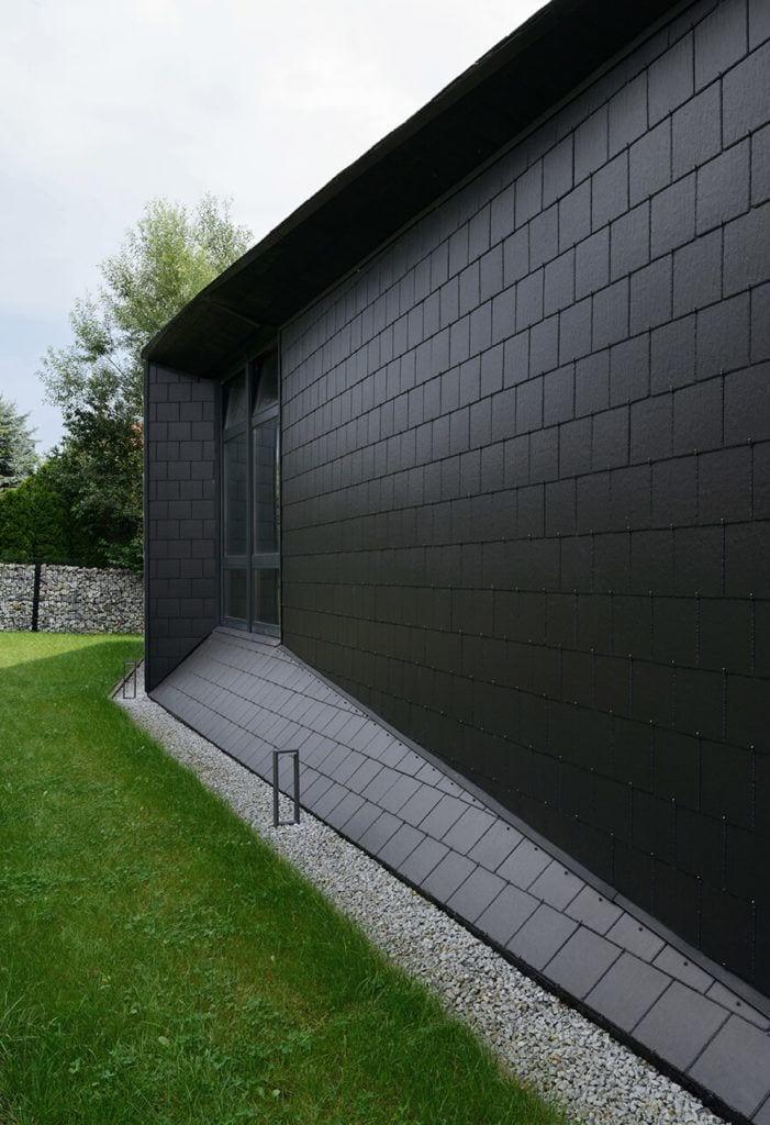 Elewacja domu Czarna Skała projektu Mus Architects