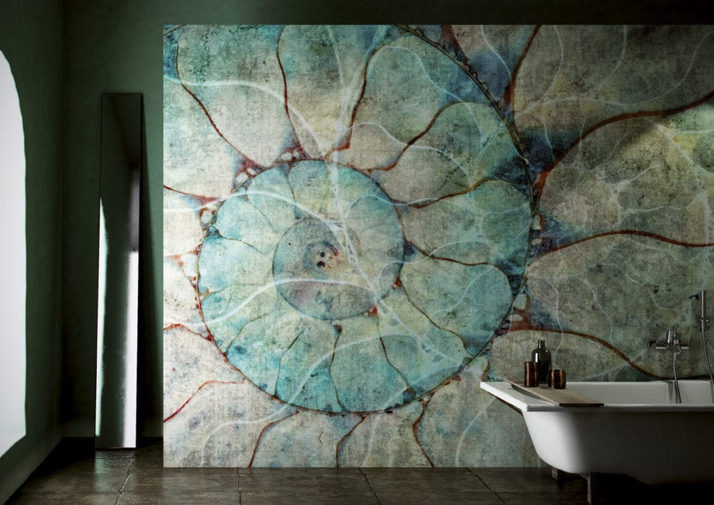 Wodoodporna tapeta z kolekcji GlamFusion od Glamora dostępna w Dekorian Home. Tapeta z wzorem skorupiaka.