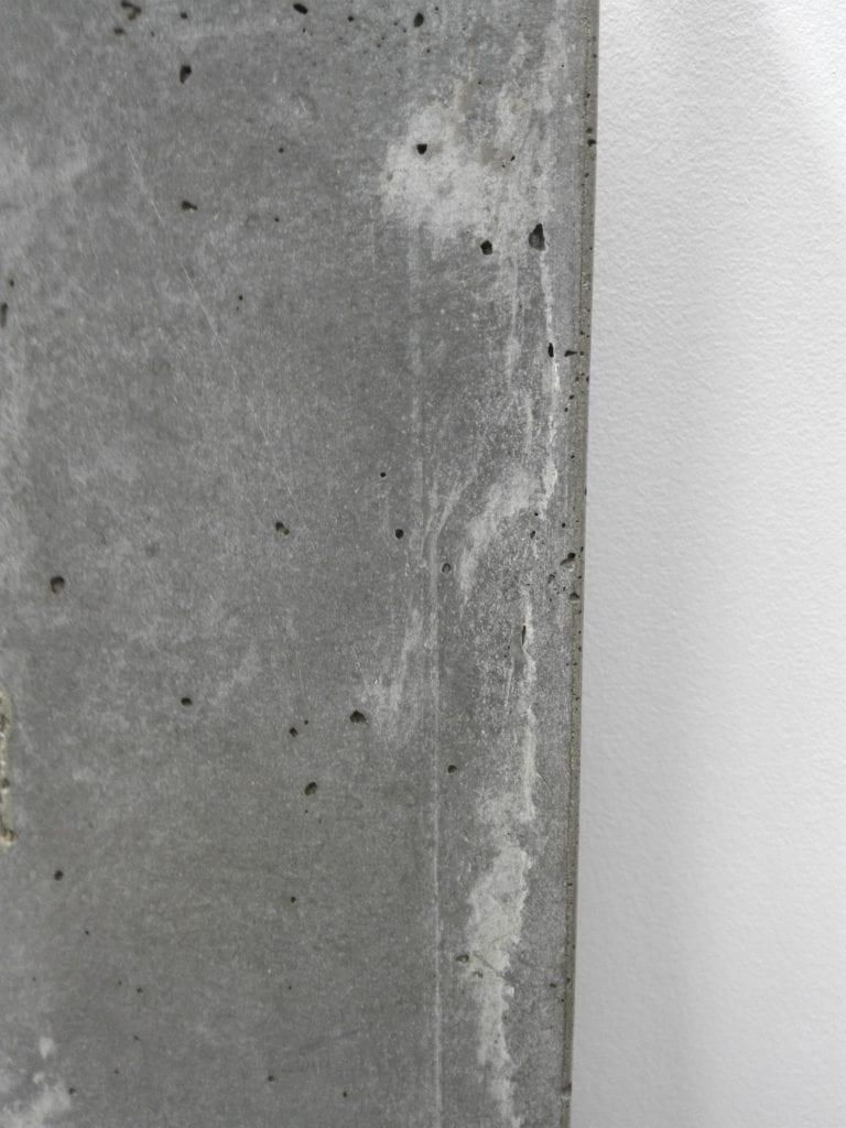 Detal betonowej osłony grzejnika projektu Luxrad i TEKT Concrete
