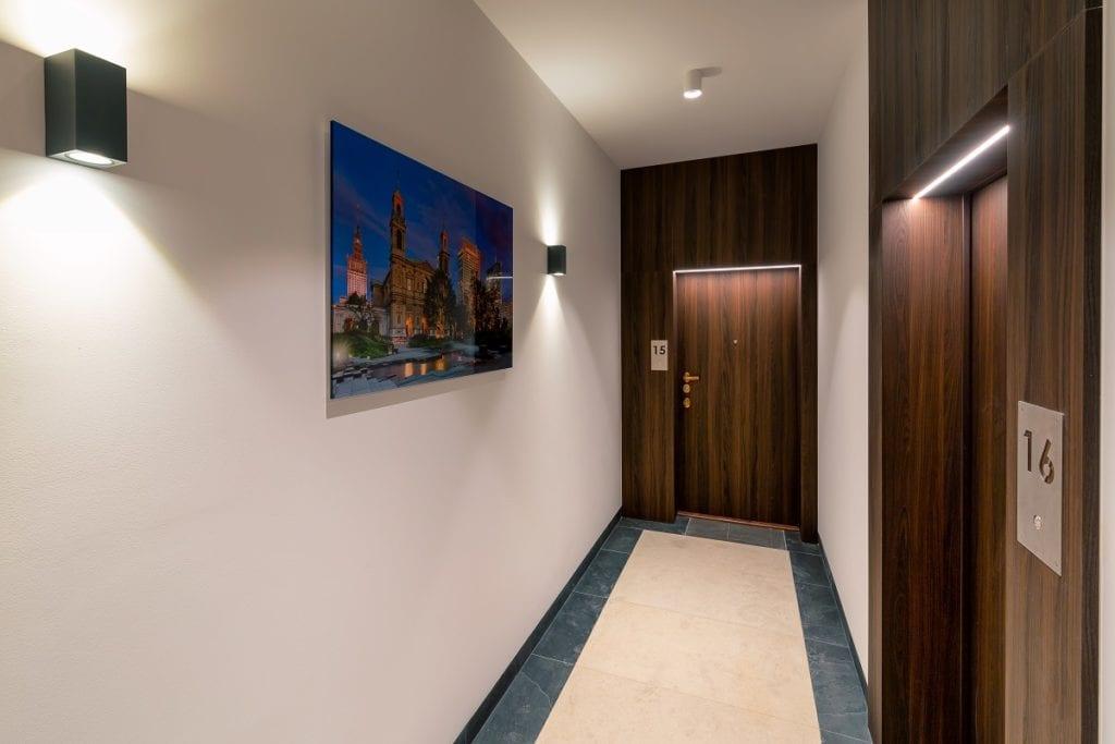 Wejście do mieszkania w rezydencji Niska 30 projektu JMW Architekci i pracownia architektoniczna DETAN