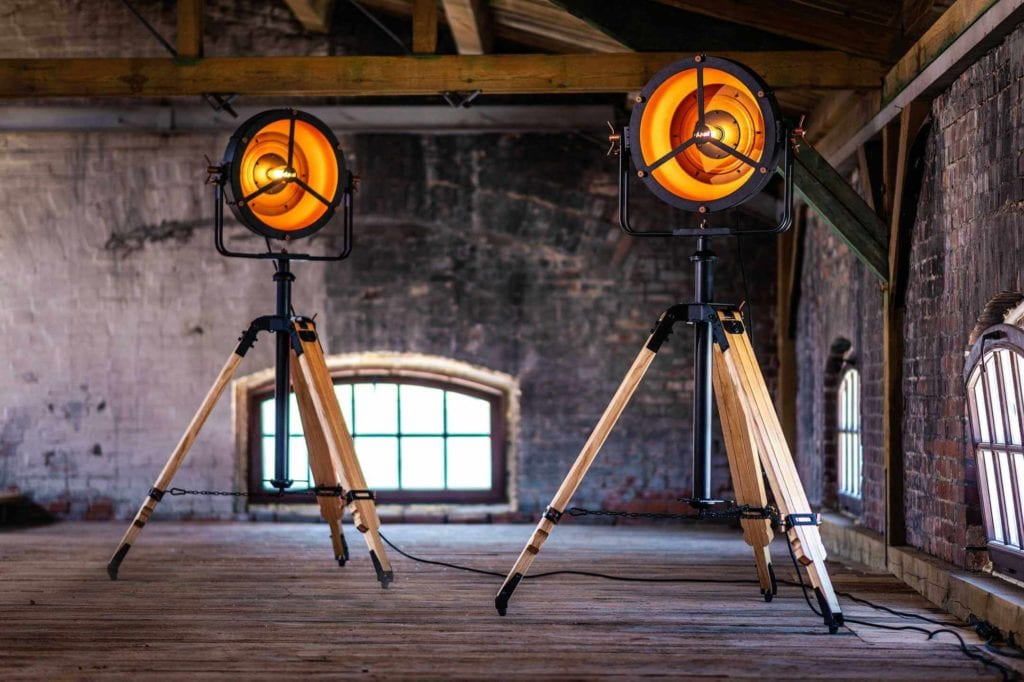 Lampy Glash projektu Bartosza Dąbrowksiego w loftowych wnętrzach