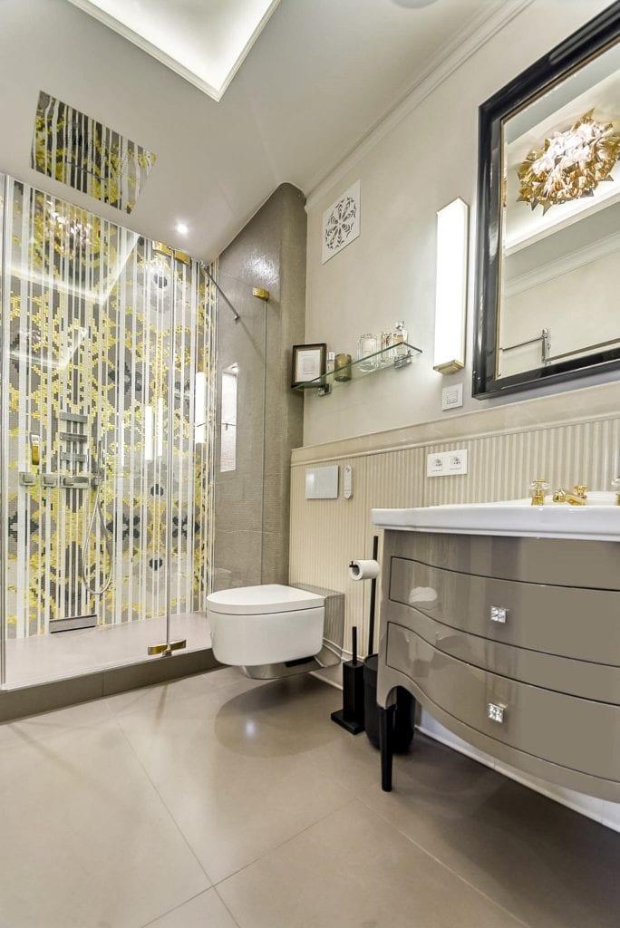 Mango Studio i krakowski apartament Angel Plaza, piękna, nowoczesna łazienka z kabiną prysznicową