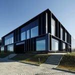 Front siedziby firmy Pivexin Technology projektu pracowni Mus Architects