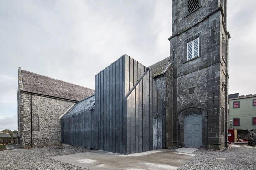 Stary kościół zaminieniony w muzeum przez McCullough Mulvin Architects