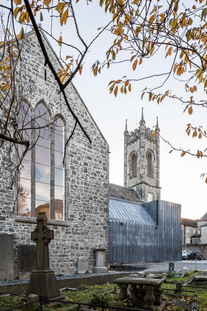 Piękne muzeum w kościele stworzone przez McCullough Mulvin Architects