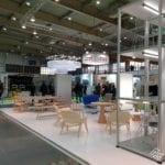 Krzesła na wystawie podczas Arena Design 2019
