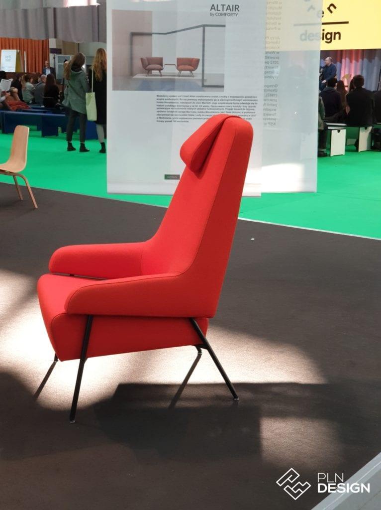 Czerwony fotel na wystawie Arena Design 2019